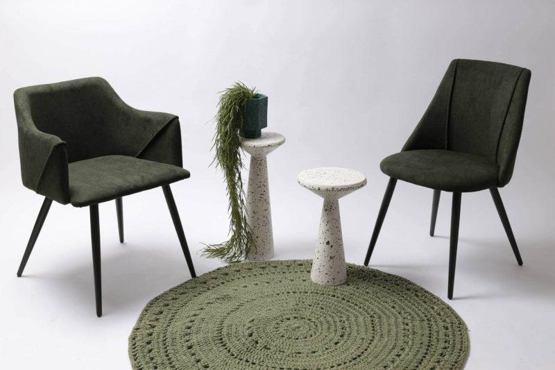 Chaise et fauteuil repas avec accoudoirs de couleur verte